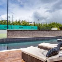 Kalina Retreat: resort style tennis & pool