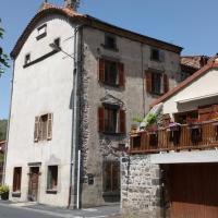 La maison de Mika 3 chambres Sancy、Saint-Floretのホテル