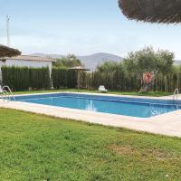 Amazing home in Puerto Serrano w/ Outdoor swimming pool, Outdoor swimming pool and 2 Bedrooms, hotel in Puerto Serrano