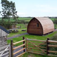 Larkworthy Farm Glamping Holiday Cabins, hotel sa Ashwater