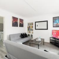 Yarnfield House By Birmingham NEC/BHX - Sleeps 10 inc Parking