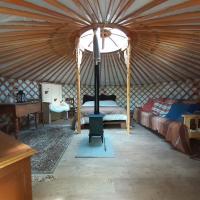 Oakdean Cottage Yurt, hotel in Blakeney