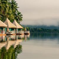 4 Rivers Floating Lodge, hotel in Tatai