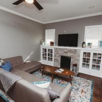 *Porch Swing Paradise* Sleeps 12! Pet Friendly!, hotel near Birmingham-Shuttlesworth International Airport - BHM, Birmingham