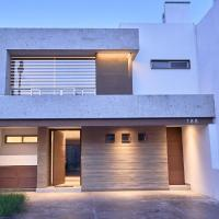 Hermosa casa nueva en fraccionamiento privado con excelente ubicación.