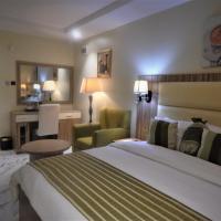 De Santiago Milan, отель в Лагосе