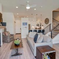 Downtown Luxury Loft #6 Near Resort With Huge Hot Tub - FREE Activities Daily, WiFi & Shuttle