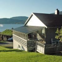 Three-Bedroom Holiday home in Åfarnes