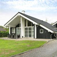 Two-Bedroom Holiday home in Juelsminde 4