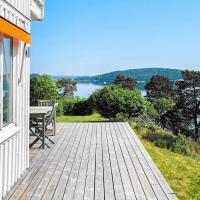 Holiday home HENÅN IV