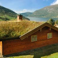 Four-Bedroom Holiday home in Olden 2, hotell i Olden