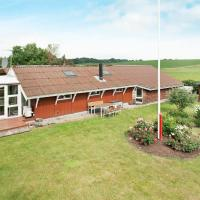 Three-Bedroom Holiday home in Rønde 4