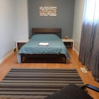 Transcona private rooms with shared accommodation, hotel em Winnipeg