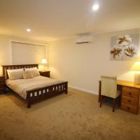 Silver House - Melbourne Airport Accommodation, hotel near Essendon Fields Airport - MEB, Melbourne