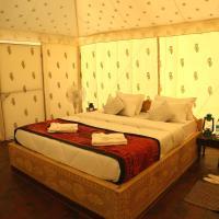 Sunny Desert Camp, hotel in Kūri