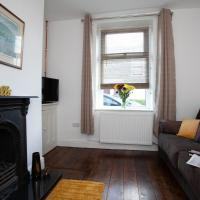 Spacious 3 bedroom Cottage in Whalley, hotel in Whalley