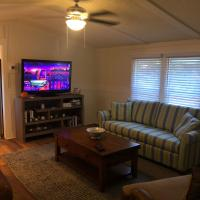 Beaufort SC New Renovation, Close to Parris Island, Historic Downtown, Beautiful Beaches, Sleeps 8, hotel in Beaufort