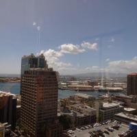 Downtown 2BR+Den free parking+Wifi AC Ocean Views, hotel in Honolulu