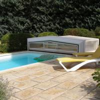 Maison provençale chaleureuse avec piscine, hotel in Mouriès