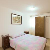 Seaside cozy apartment by Domik, hotel near Haifa Airport - HFA, Haifa