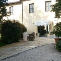 Hotel Villa Nabila, hotell i Reggiolo