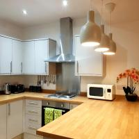 Goswick House - Entire 4Bed House Serviced Accommodation Newcastle FREE WIFI & FREE PARKING SPACES