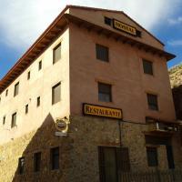 Hostal El Olmo, hotel in Camarena de la Sierra