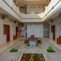 RedDoorz near Alun Alun Kudus 2, hotel in Kudus