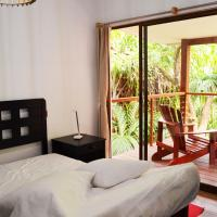 Cashew Nut Grove Chalets, hotel in Port Glaud