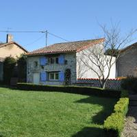 Detached holiday home with above-ground pool and large garden, close to Poitiers.