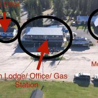 Double G Service, hotel em Muncho Lake