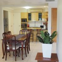 Bed and Breakfast with airport transfers and rental car, hotel em Mount Ommaney