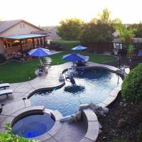 Fabulous Grand Home Pool~Jacuzzi Central Walkable, hotel sa Folsom