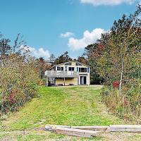 Ocean-View Sunrise Cottage - Steps To Beach Cottage, hotel in Biddeford
