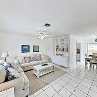New Listing! Updated Beach Condo With Sparkling Pool Condo