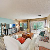 New Listing! Wooded Sanctuary On Golf Course W/Pool Condo