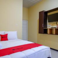 RedDoorz near Alun Alun Pati, hotel in Pati