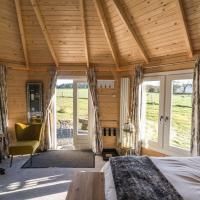 Dunroamin Lodges, hotel in Drymen