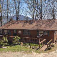 Mountain Hideaway At 4,000' - Hot Tub & Deck! Home, hotel in Waynesville