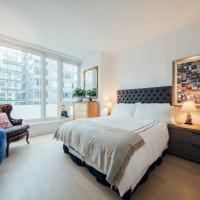Private Room in Luxury Condo, hotel in Tribeca, New York