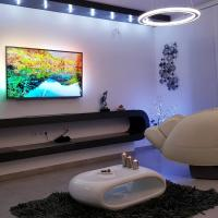 Apartment PLAZA - Private SPA- Jacuzzi, Infrared Sauna, Luxury massage chair, Parking, Entry with PIN 0 - 24h, Book without credit card