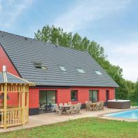 Amazing home in Saint-Denoeux w/ Jacuzzi, Heated swimming pool and 4 Bedrooms
