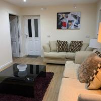 Oxford Home for the Larger Groups with garden and free parking, hotel in Oxford