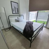 New Apartment in Prime Location in Penrith, hotel in Penrith