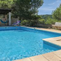 Awesome home in Pierrerue w/ WiFi, 3 Bedrooms and Outdoor swimming pool, hotel in Pierrerue
