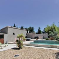 Stunning home in Montfavet w/ Outdoor swimming pool and 3 Bedrooms, hotel near Avignon-Provence Airport - AVN, Montfavet