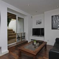 Modern 2 Bedroom Flat with a private garden