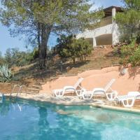 Awesome home in Pierrerue w/ WiFi, Outdoor swimming pool and 3 Bedrooms, hotel in Pierrerue