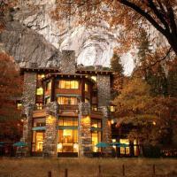 The Ahwahnee – hotel w mieście Yosemite Village