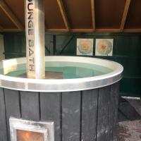 De Lindenburg with Hot Tub & Sauna